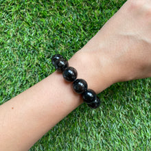 Load image into Gallery viewer, Nuummite 14mm Bracelet