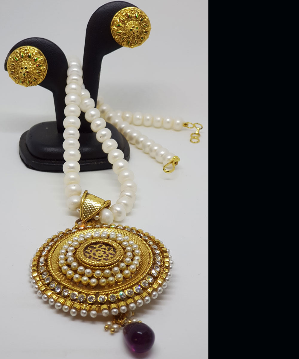 THEVA JEWELLERY WITH PEARLS