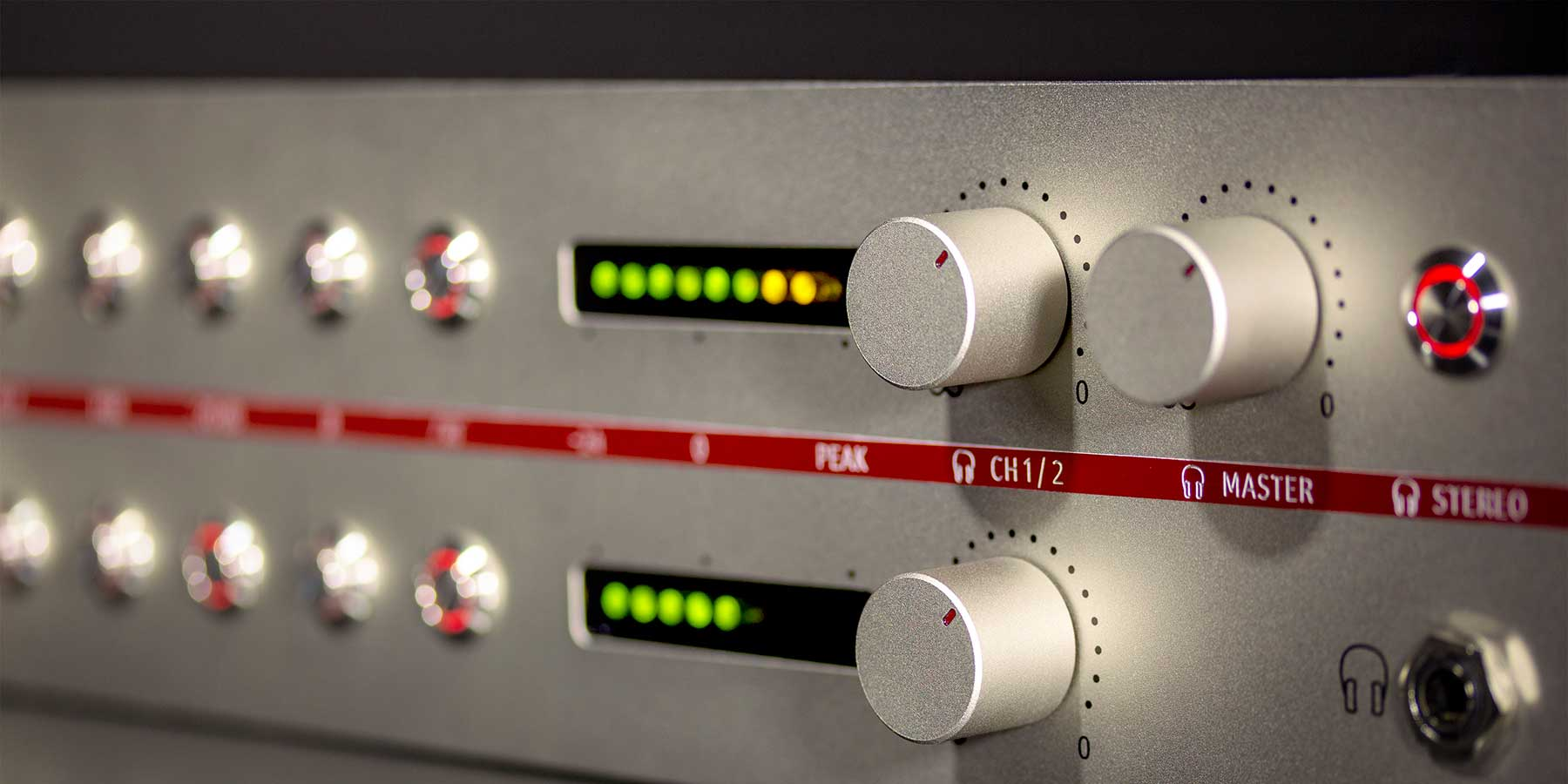 Neumann V 402 Preamp Close Up