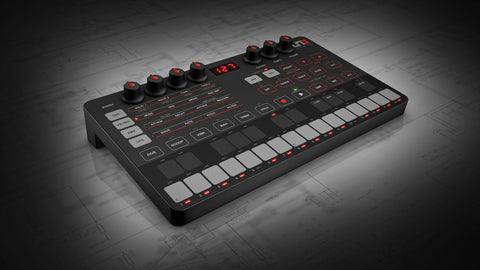IKmultimedia Uno Synth