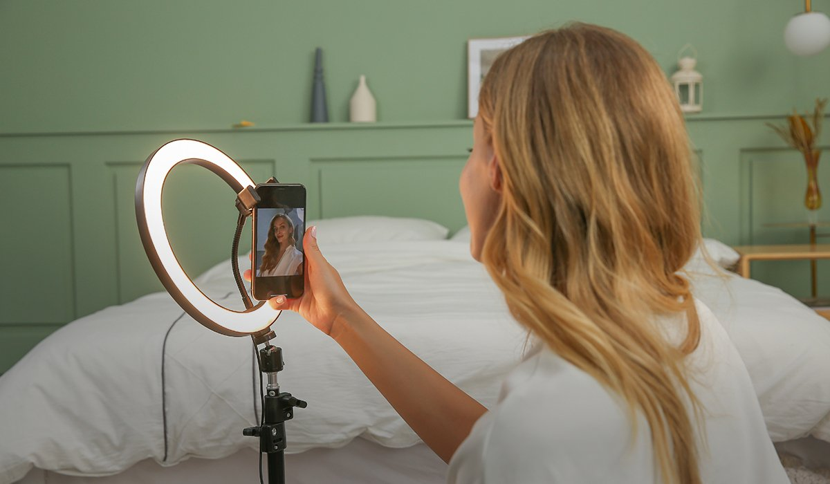 ringlightus 10 inch ring light for taking perfect selfie