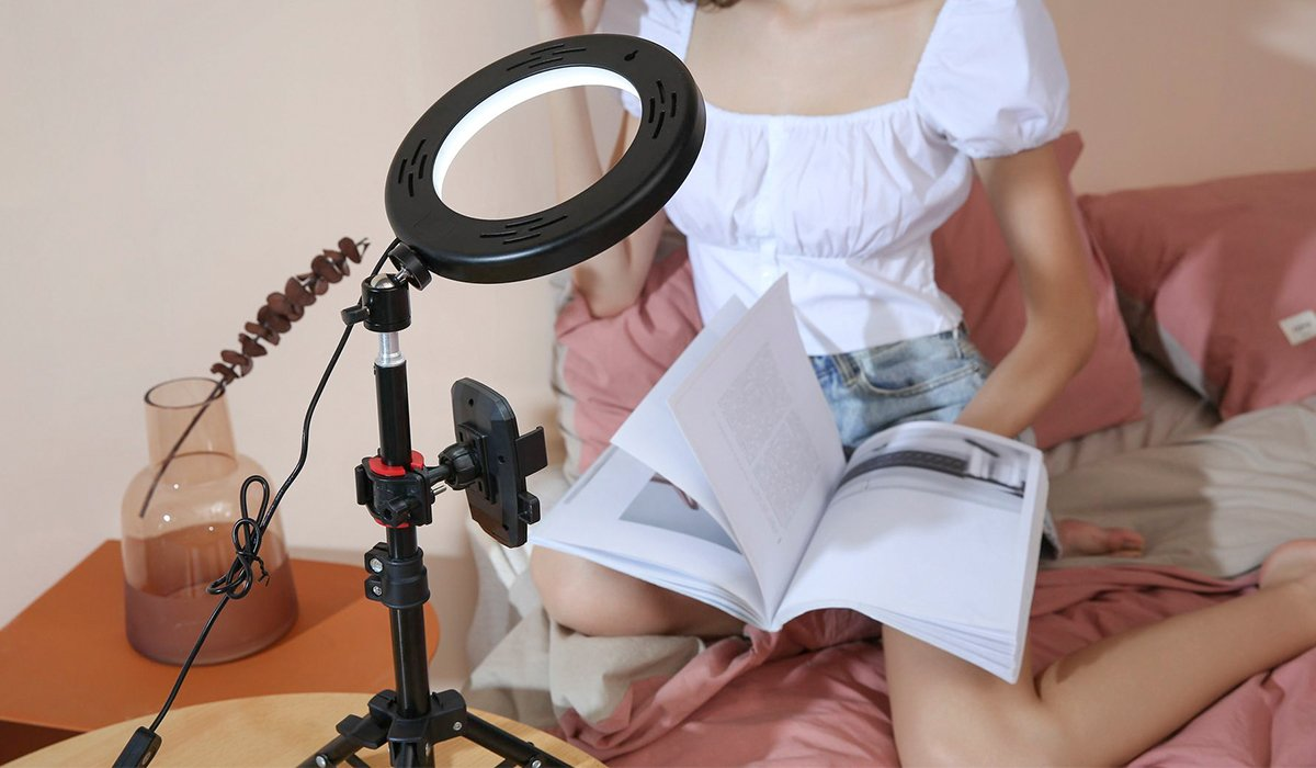 ringlightus 8 inch ring light for will not hurt the eyes when reading book