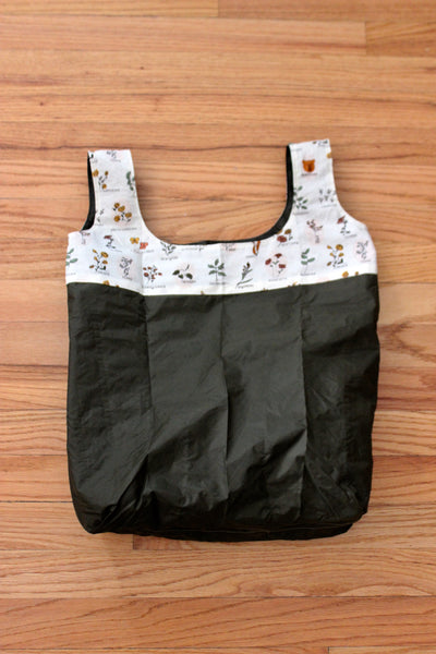 Shopping bag made from recycled tent