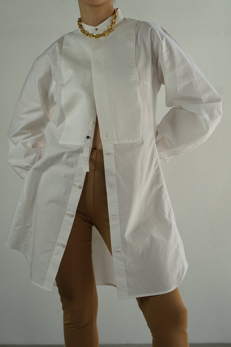 FUMIKA_UCHIDA<br>VICTORIAN-SLEEVE BIB LONG SHIRT in WHITE