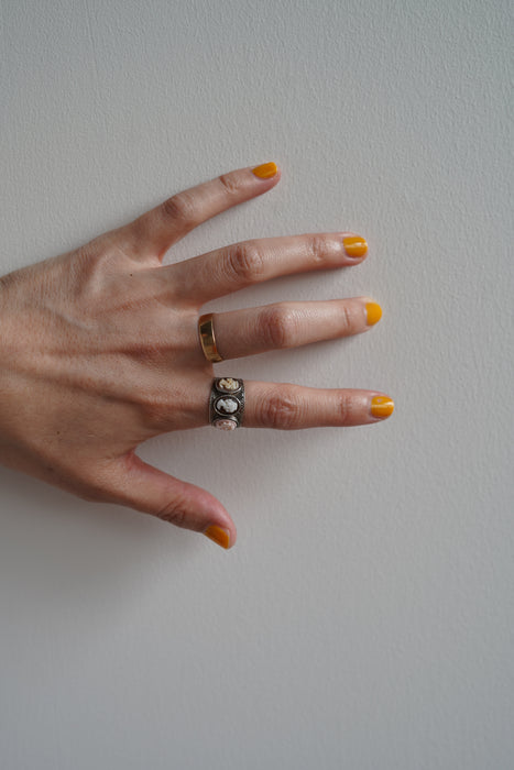 pelleq<br>SLIP-ON SHOES