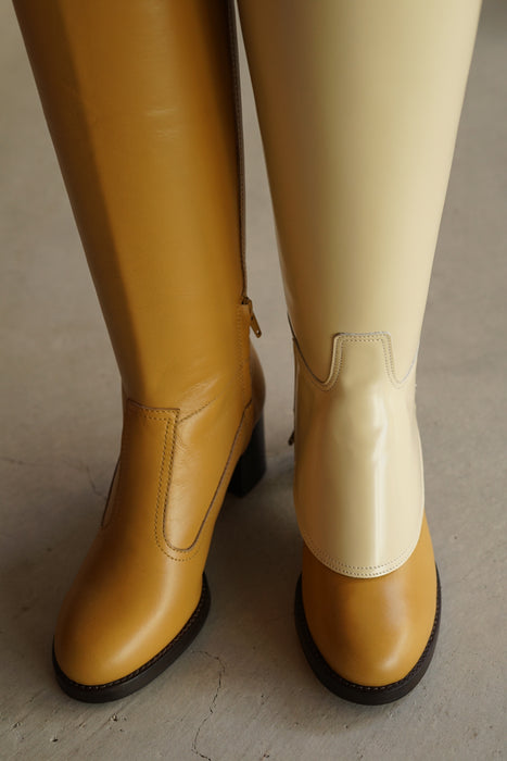 FUMIKA_UCHIDA<BR>SEMI-PATENT RIDDING BOOTS COVER<BR>in SOY