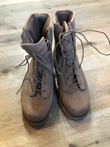 Deadstock Boulet military issue leather desert combat boot with steel toe and mesh lining for hot weather. Sand colour. Made in Canada.  Size 9 US mens  The uppers and soles are in excellent condition. NWOT.
