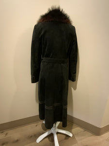 Jeno de Paris 1970's black suede full length coat with black leather detailing and mahogany coloured fur collar. This coat features front pockets, button closures, a belt and a quilted lining. Made in Montreal.