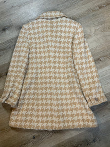 Ann Taylor white and cream houndstooth pattern wool blend coat with front buttons and welt pockets. Made in Indonesia. Fits a size 10.