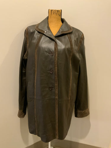 Kingspier Vintage - BBL Collection dark brown car coat with suede trim details, front buttons, welt pockets and inside zip out quilted lining. Size large.