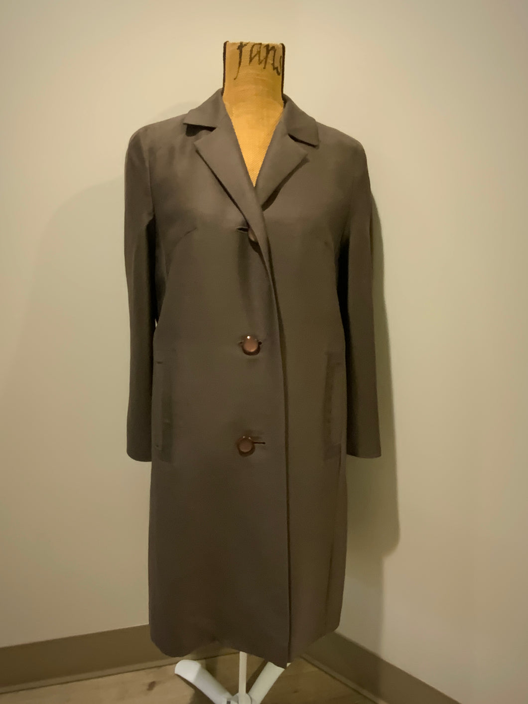 Creation Exclusive 1950's dark brown single breasted trench coat with buttons and welt pockets. Size small.