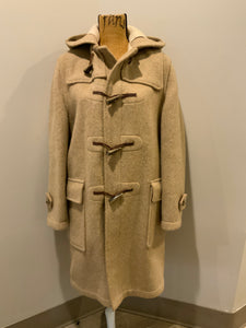 Kingspier Vintage - Tip Top beige textured wool duffle coat with hood, zipper, wooden toggles and flap pockets. Size 38.