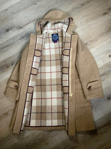 Sears textured beige wool blend duffle coat with hood, zipper, wooden toggles, flap pockets and tartan lining. Made in Canada. Size 36.