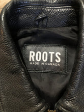Load image into Gallery viewer, Roots black pebbled leather jacket with two vertical zip pockets and one zip pocket on the chest. Made in Canada. Size medium.