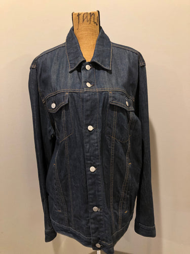 Gap denim jacket in a dark wash with gold stitching, button closures, two vertical pockets, two flap pockets and two inside pockets. Size XXL.