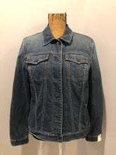 "Load image into Gallery viewer, Gap denim jacket in a ""dirty wash"" with a colourful 100% lambswool lining, quilted lining in the arms, button closures and two flap pockets on the chest. Size large."