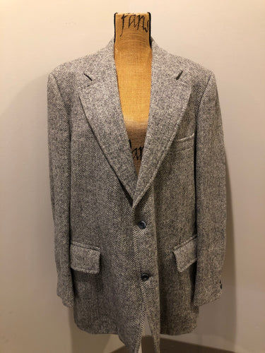 Kingspier Vintage - Morris Goldberg's grey herringbone 100% wool tweed jacket. This jacket is a two button, notch lapel with two flap pockets, a breast pocket and three inside pockets. Made in Halifax, Nova Scotia.