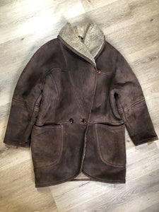 Kingspier Vintage - Positano Pelle dark brown shearling coat. This coat features shearling trim and lining, shall collar, wooden button closures and patch pockets. Made in Turkey. Size small.