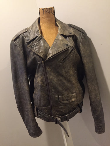 Kingspier Vintage - Sears distressed brown leather motorcycle jacket with zipper, two vertical zip pockets, one flap pocket and a slash pocket on the chest, a belt at the waist and red quilted lining. Size medium.
