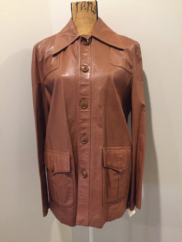 Kingspier Vintage - Scrambler light brown leather jacket with button closures and flap pockets. Size 42M.