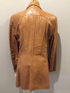 Roger de Blois inc brown leather jacket with button closures, two slash pockets, two flap pockets on the chest and a quilted lining. Made in Quebec.
