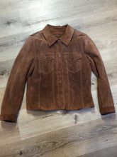 Load image into Gallery viewer, Kingspier Vintage - Danier brown suede jacket with snap closures, two flap pockets on the chest and cuffed sleeves. Size medium.