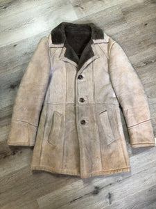Leather Attic light brown suede coat with shearling lining, button closures and vertical pockets. Made in Canada. Size 38.