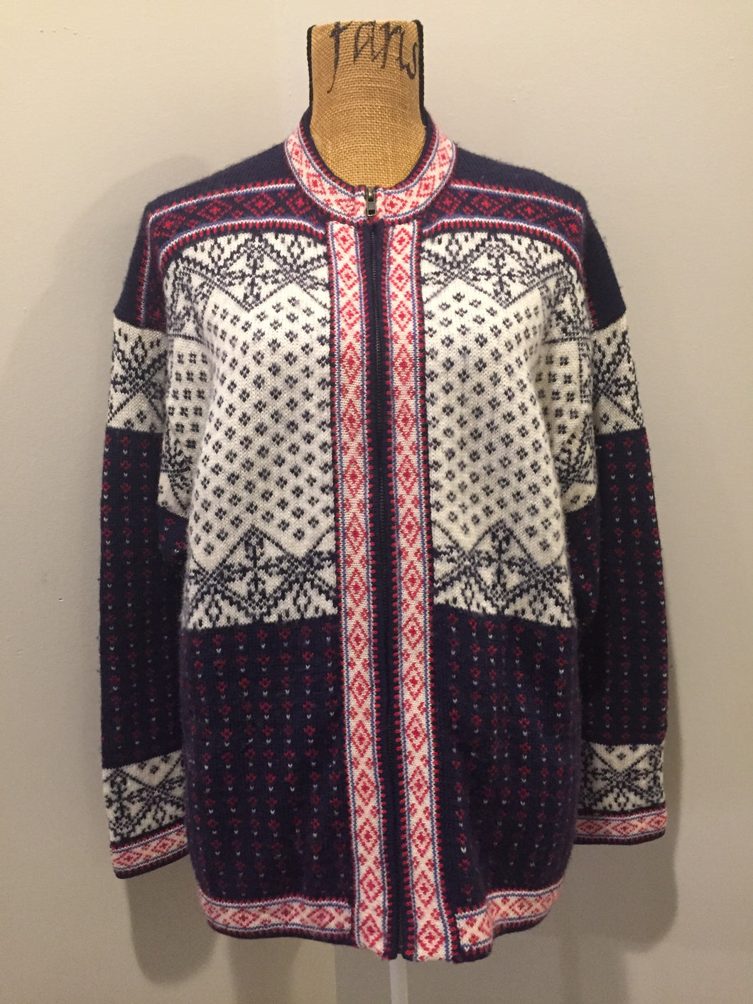 Kingspier Vintage - Norwegian design cardigan in navy blue, red and white, with zipper. Size large.