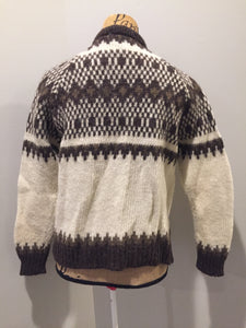 Vintage Pitlochry Knitwear cardigan in white with brown design and button closures. Size 40 (mens)