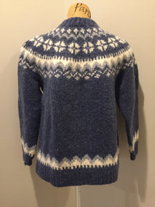 Preshrunk wool, hand knit Lopi cardigan in blue and white with button closures. Size XS,