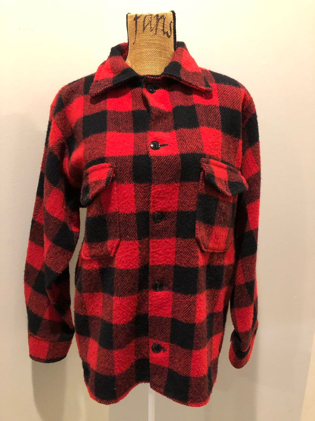 Kingspier Vintage - Red plaid lumberjack shirt with button closures and two flap pockets on the chest.