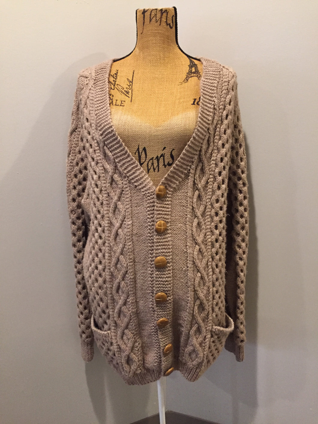 Kingspier Vintage - Hand knit honeycomb and cable stitch wool cardigan in beige with button closures and patch pockets. Size L/XL.