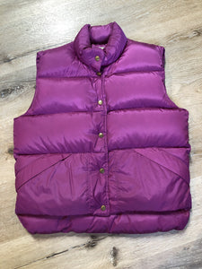 Kingspier Vintage - L.L.Bean dark pink down filled puffer vest with snap closures, slash pockets and is longer in the back. Size medium.
