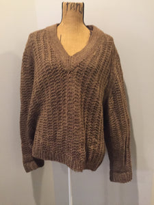 Kingspier Vintage - Hand knit short v-neck sweater in brown. Fibres are unknown.