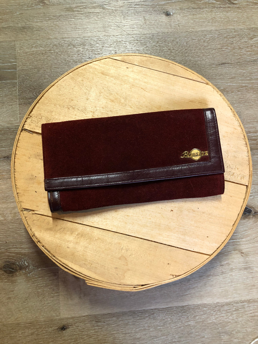 Kingspier Vintage - Borseta suede clutch in maroon with inside zip pocket.