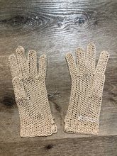 Load image into Gallery viewer, Kingspier Vintage - Vintage beige crochet lightweight gloves, Made in France, Womens size small with some stretch.