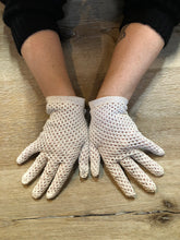 Load image into Gallery viewer, Vintage White Crochet Gloves