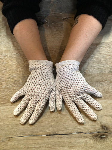 Kingspier Vintage - Vintage white crochet lightweight gloves. Womens size small with some stretch.