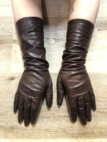 Kingspier Vintage - Brown leather three-quarter length gloves feature a rayon lining. Size small/ 7.