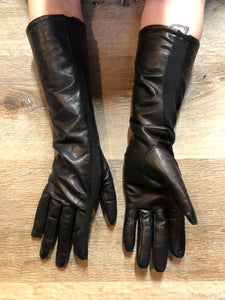 Kingspier Vintage - Black leather three-quarter length gloves feature a lining and a stretchy section for comfort. Size small/ 8.