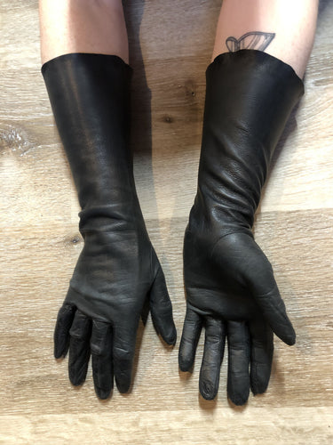 Kingspier Vintage - Black leather three-quarter length gloves. Beautiful soft and lightweight leather. Size small/ 7.