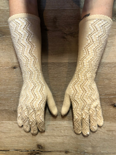 Kingspier Vintage - Vintage white lambswool knit three-quarter length gloves with sequins. Size small/ med/ 7.5.