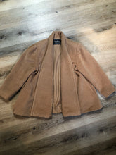 Load image into Gallery viewer, Kingspier Vintage - Geraldine camel coloured swing jacket with pockets, shoulder pads and some gathering detail on the shoulder full lining. Size small, worn open with no front closure.