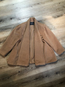 Kingspier Vintage - Geraldine camel coloured swing jacket with pockets, shoulder pads and some gathering detail on the shoulder full lining. Size small, worn open with no front closure.