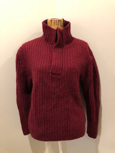 Kingspier Vintage - Burgundy mantles quarter button down lambswool and cashmere blend Sweater. 95% lamb and 5% cashmere. Size medium.