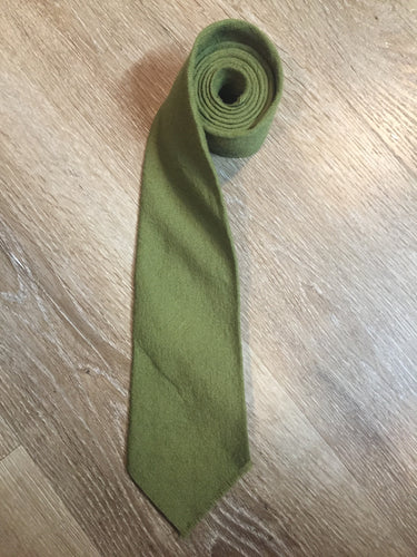 "Kingspier Vintage - Karen Bulow green 100% wool tie. Made in Canada.  Length: 57.25""  Width: 3.75""   This tie is in excellent condition."