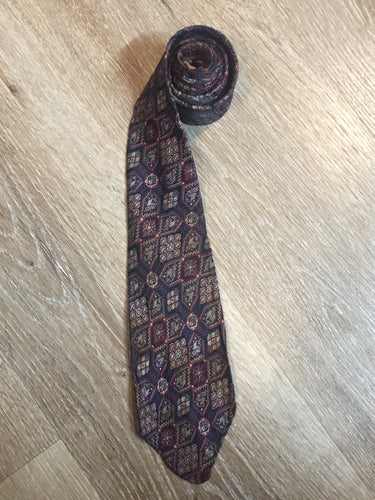 "Kingspier Vintage - Currie ""Authentic Ancient Persians"" with navy, red and cream design. Fibres unknown but feels like sIlk.  Length: 51.5""  Width: 3""   This tie is in great condition with some minor wear."