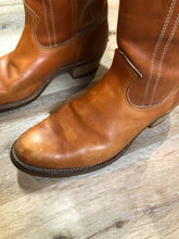 Load image into Gallery viewer, Vintage Light Brown Cowboy Boots