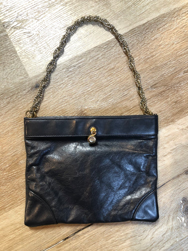 "Kingspier Vintage - Ande navy leather handbag with chain strap  Length - 8.5"" Width - .5"" Height - 7"" Strap - 16.5""  This purse is in great condition."