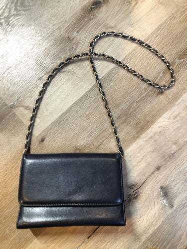 Kingspier Vintage - Carelli navy crossbody bag with snap closure, chain strap and two compartments inside. Made in Canada.
